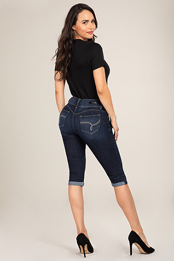 Women Petite WannaBettaButt Double-Button Denim Capri