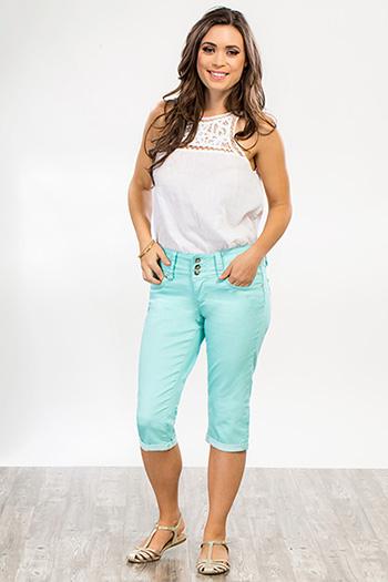 Women Petite WannaBettaButt Twill Capri Pants