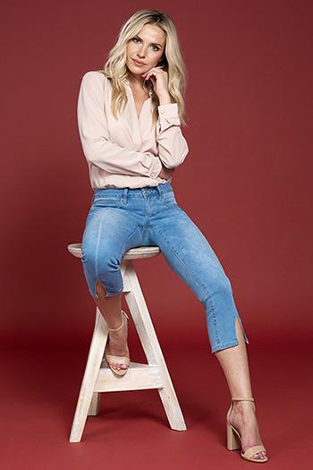 Women Petite Mid-Rise Flood Jeans