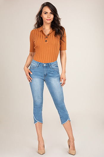 Women Petite Mid-Rise Ankle Jean with Tulip Fray Hem
