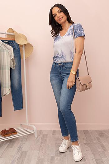Women Petite Hide Your Muffin Top High-Rise Skinny Jean
