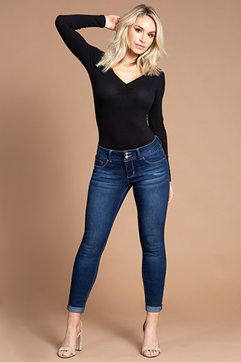 Women Basic 2-Button Cuffed Ankle Jean