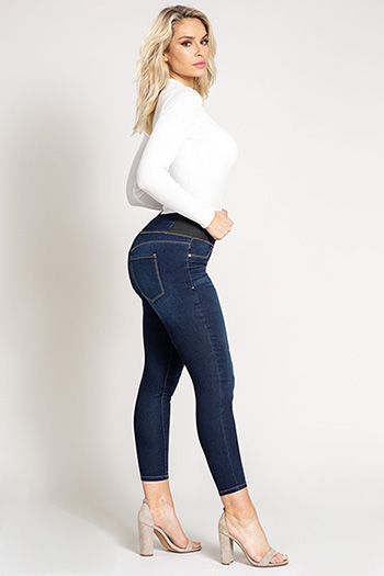 Women Mid-Rise Pull-On Tummy Control Ankle Jean