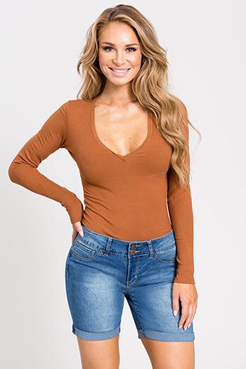 Women Basic 2-Button Short