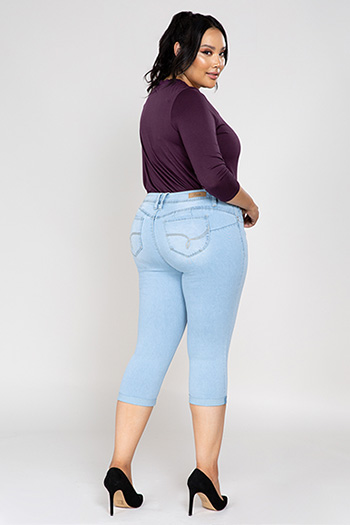 Women Plus Size WannaBettaButt Single-Button Cuffed Capri
