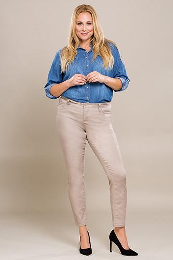 Women Plus Size WannaBettaButt Twill Skinny Pant